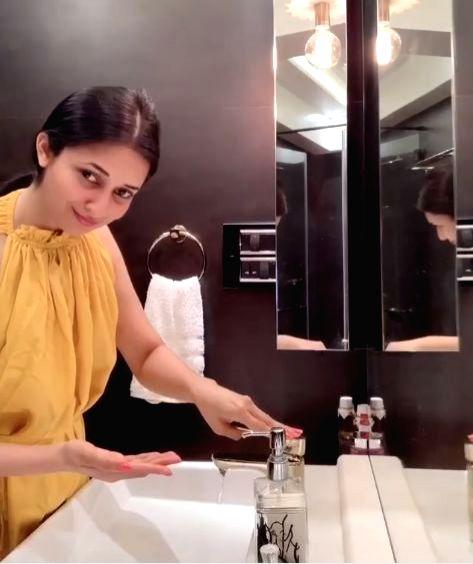 Divyanka Tripathi performs the safe hand challenge. - Divyanka Tripathi