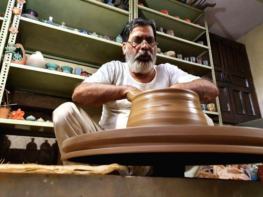 Diwali to be celebrated with Earthen lamps this year, India-China dispute may increase trade three times