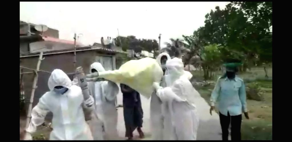 Doctor, chief gave shoulder to body after death of infected, performed last rites.