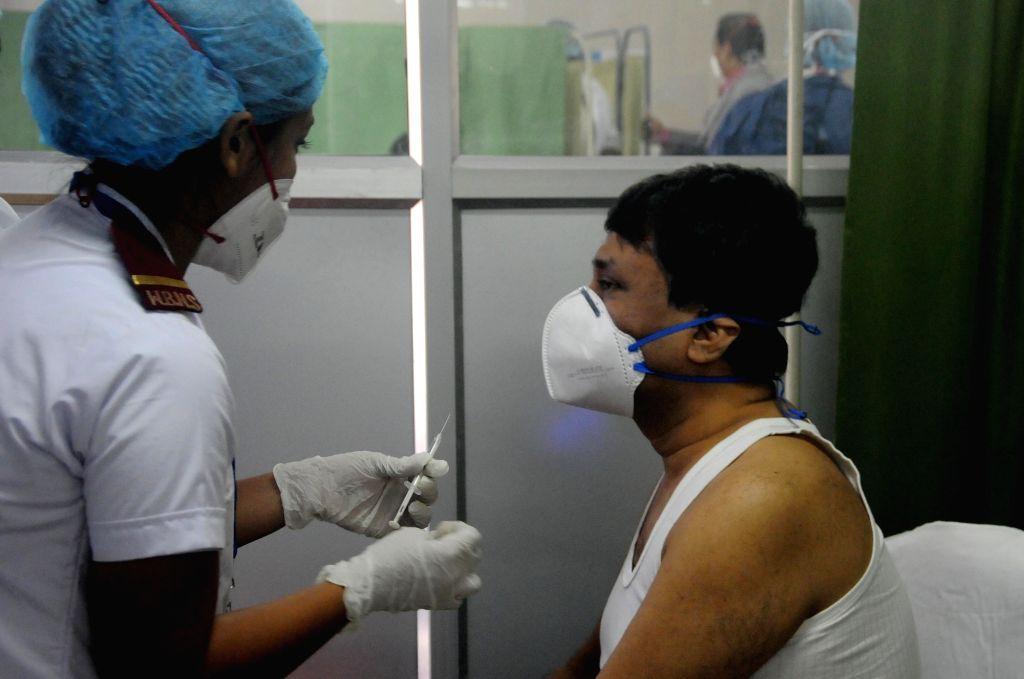 Doctor's of Bidhannagar Sub Divisional Hospital taking Covishield vaccine during covid-19 vaccination drive at Salt Lake subdivision hospital in Kolkata on January 16, 2021