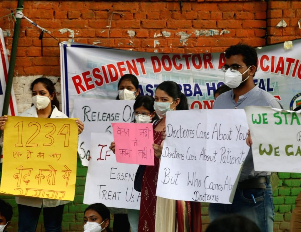 Doctors and nurses stage a demonstration over their various demands, at Jantar Mantar in New Delhi on Oct 22, 2020.