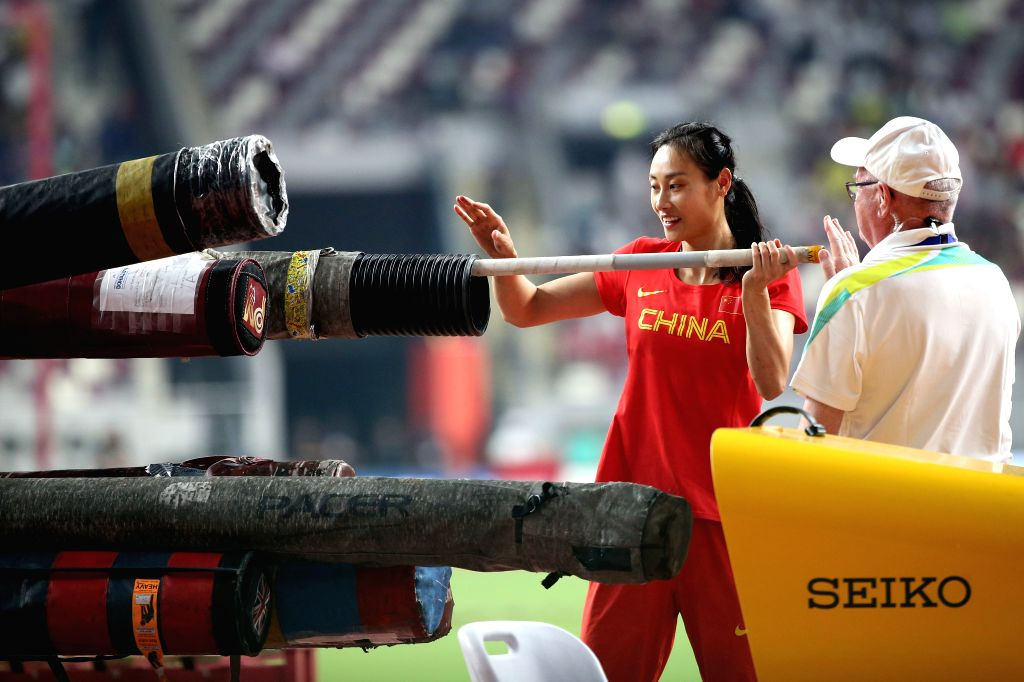 DOHA, Sept. 28, 2019 - Li Ling (2nd R) of China puts back the pole after the qualification round of women's pole vault at the 2019 IAAF World Athletics Championships in Doha, Qatar, Sept. 27, 2019.