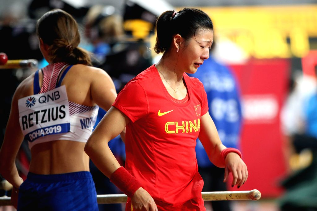 DOHA, Sept. 28, 2019 - Xu Huiqin (R) of China weeps after the qualification round of women's pole vault at the 2019 IAAF World Athletics Championships in Doha, Qatar, Sept. 27, 2019.
