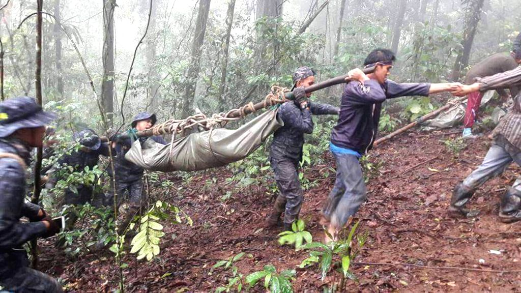 DOI INTHANON NATIONAL PARK(THAILAND), Aug. 15, 2016 Cellphone hoto shows rescuers transporting the body of an army soldier in Doi Inthanon National Park in Chiang Mai Province, Thailand, ...