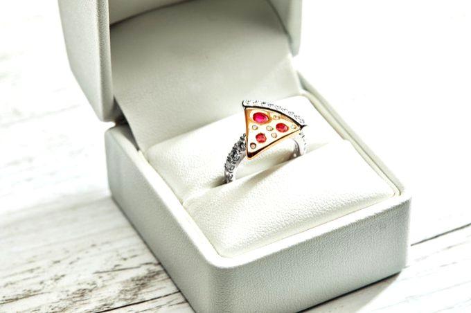 Domino's $9,000 pizza engagement ring slice amuses Netizens.