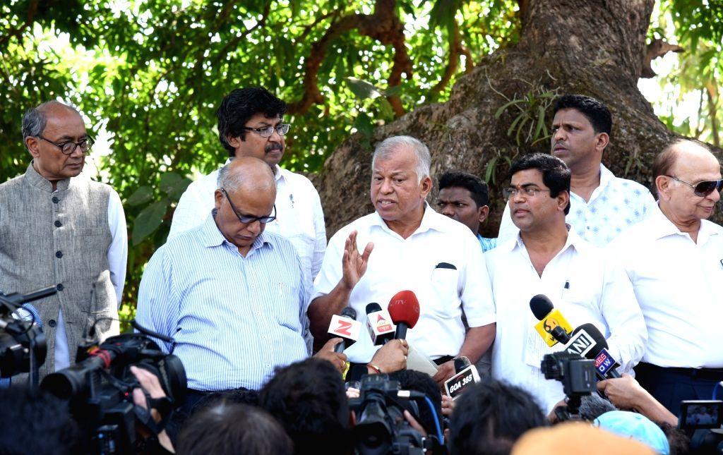 Dona Paula: Congress Goa Chief Luizinho Faleiro talks to press after meeting with Goa Governor Mridula Sinha outside Raj Bhavan in Dona Paula, Goa on March 14, 2017. Also seen Congress leaders ... - Mridula Sinha and Digvijaya Singh
