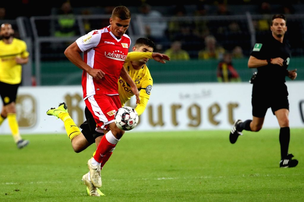 DORTMUND, Nov. 1, 2018 - Grischa Proemel (L) of Union Berlin vies with Christian Pulisic of Borussia Dortmund during the DFB Cup match between Borussia Dortmund and Union Berlin in Dortmund, Germany, ...