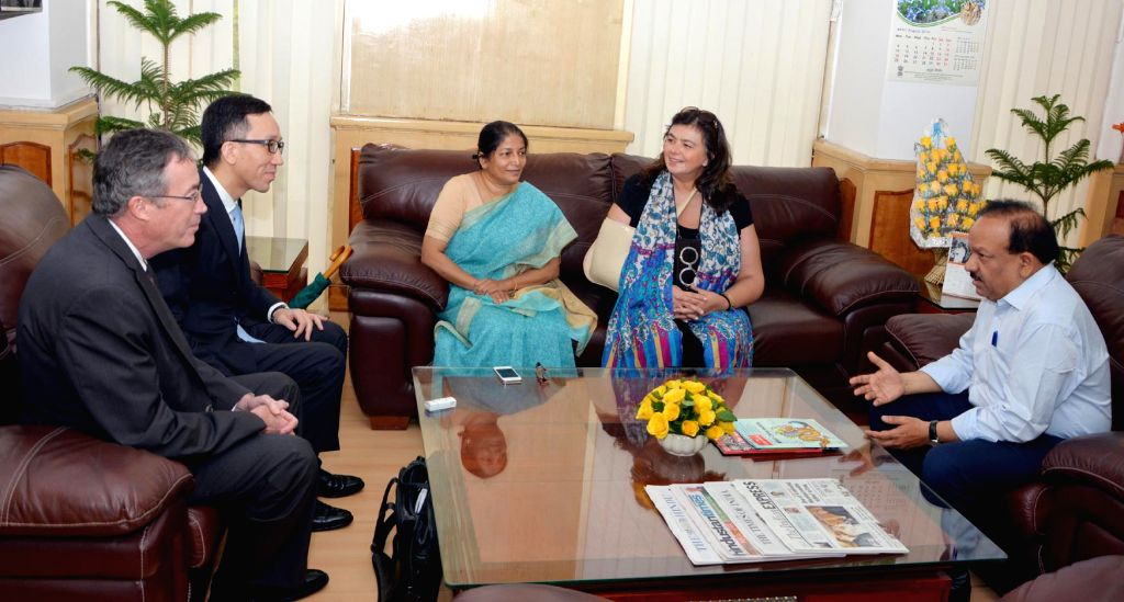 Dr. Nata Menabde, WHO Representative to India along with the Asia Pacific Observatory Officials calls on Union Minister for Health and Family Welfare Harsh Vardhan in New Delhi on August 28, 2014.