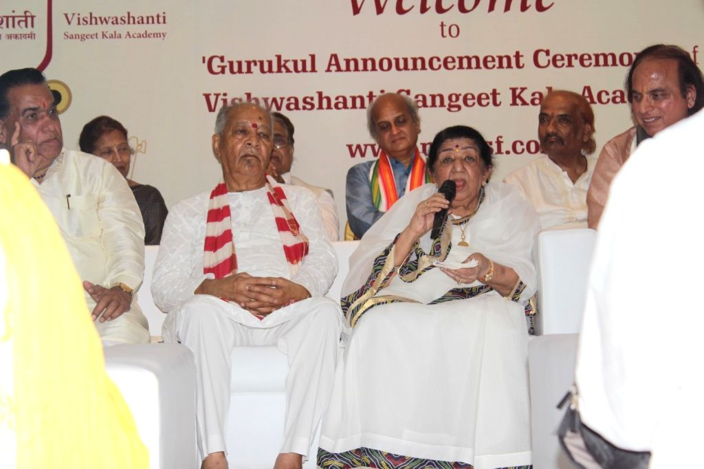 Dr Vishwanath Karad, Founder and Director General, MAEER's MIT, flautist Pandit Hariprasad Chaurasia and singer Lata Mangeshkar during the press conference to announce the launch of Gurukal ...
