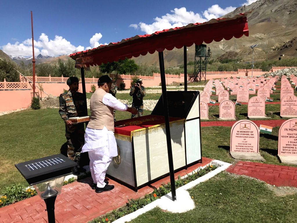 Dras: Defence Minister Rajnath Singh pays tributes to the martyrs at Kargil War Memorial in Dras of Jammu and Kashmir's Kargil district, on July 20, 2019. (Photo: IANS) - Rajnath Singh