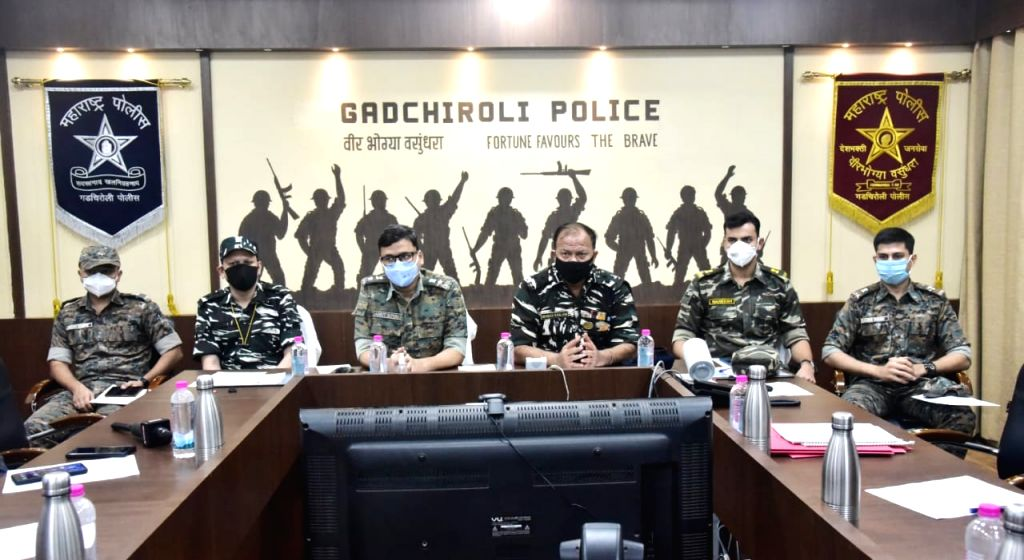 Dreaded 20-year old woman Maoist with Rs.2-Lakh reward on her head, laid down arms before Maharashtra Police in GADCHIROLI on Friday 18 June, 2021.