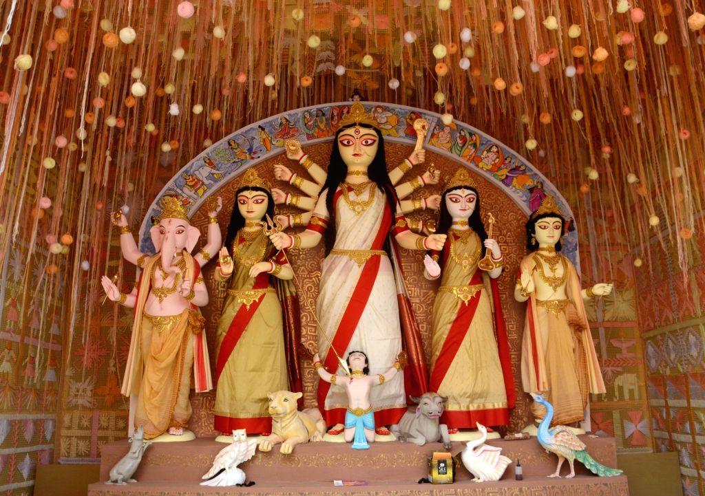 Durga idol at 41 Pally Puja Pandal in Kolkata on Oct 7, 2016.( Photo: Kuntal Chakrabarty/IANS)