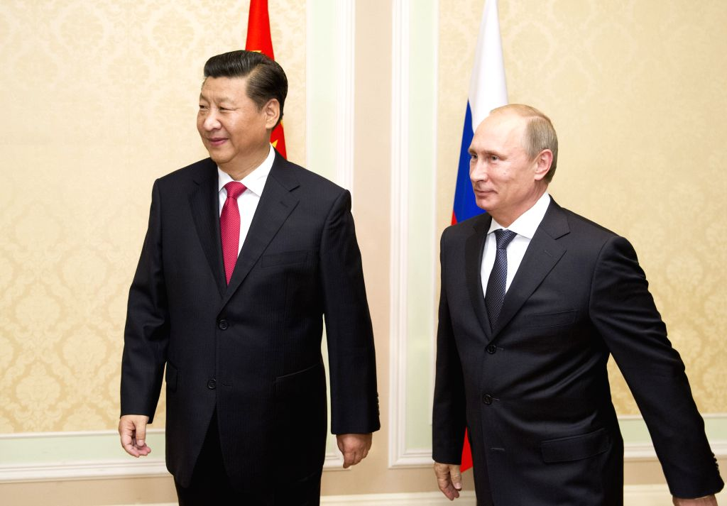 Chinese President Xi Jinping (L) meets with his Russian counterpart Vladimir Putin in Dushanbe, capital of Tajikistan, Sept. 11, 2014.