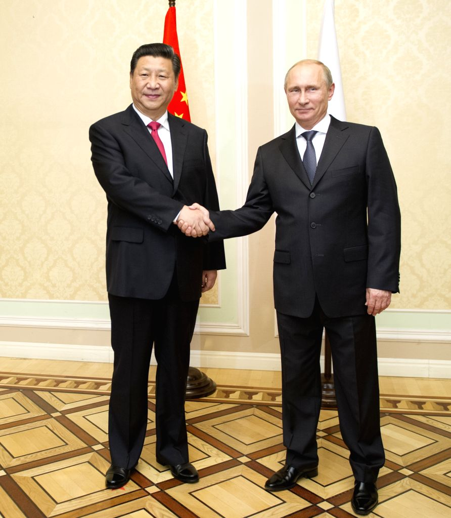 Chinese President Xi Jinping (L) meets with his Russian counterpart Vladimir Putin in Dushanbe, capital of Tajikistan, Sept. 11, 2014.  ..