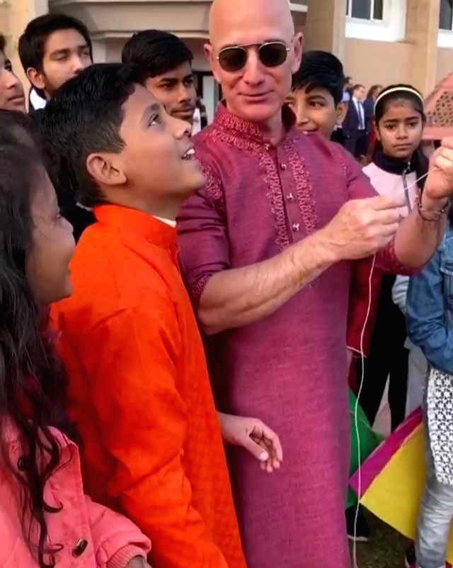 E-commerce major Amazon's global CEO Jeff Bezos, who is visiting India dressed in a purple kurta, showing off his kite-flying skills. On Wednesday, Amazon's global CEO Jeff Bezos released a video of him flying kites with kids on the occasion of Makar