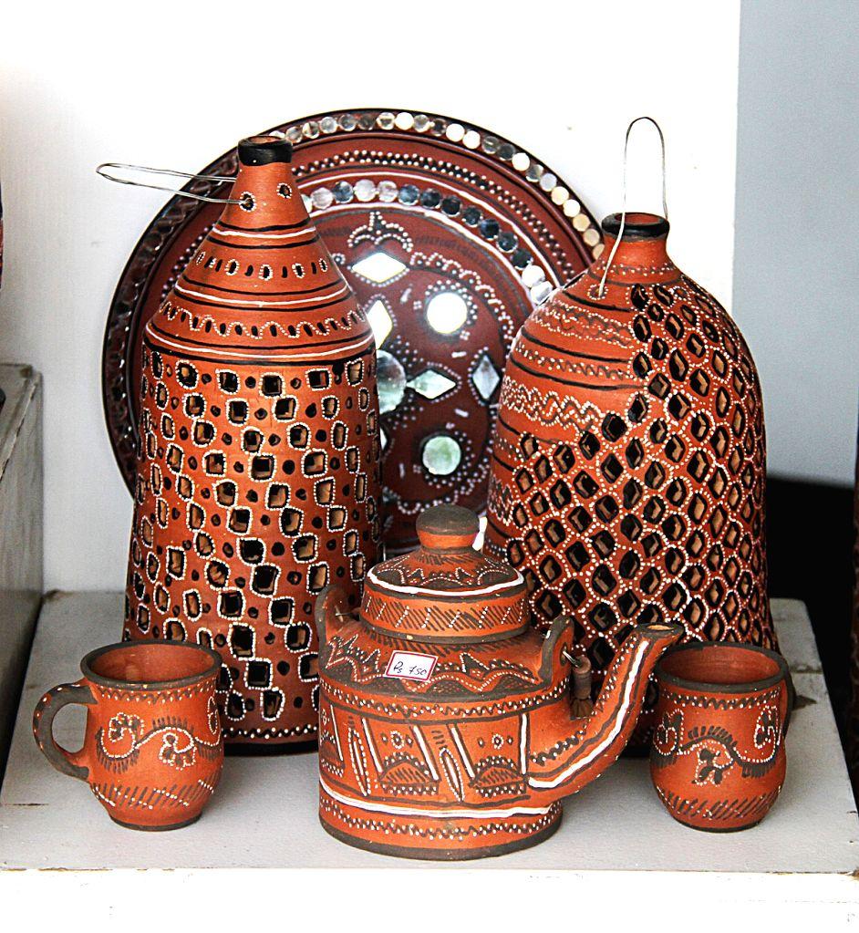 :Earthernware on display at the Terrafest. (Photo Source: Triveni Kala Sangam).