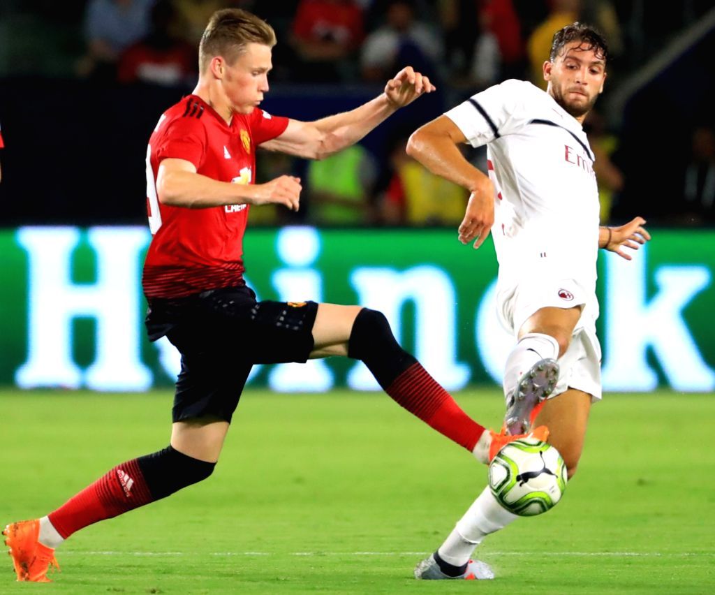EAST RUTHERFORD, July 26, 2018 - Manchester United's Scott Mctominay (L) competes during the International Champions Cup match between AC Milan and Manchester United at MetLife Stadium in East ...