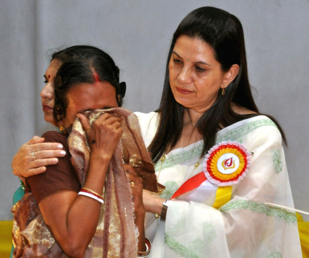 Eastern Command Regional AWWA President Kiran Rai consoles a grieving veer-nari at a function organised to honour war widows in Fort William in Kolkata on Aug 22, 2014. - Kiran Rai