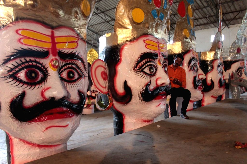 Effigies of Ravana being made ahead of Dussehra in Bhopal on Oct 7, 2016.