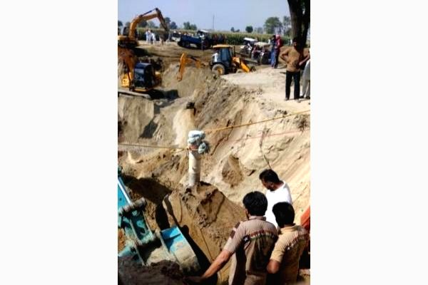 Efforts to rescue boy from borewell enters 4th day.