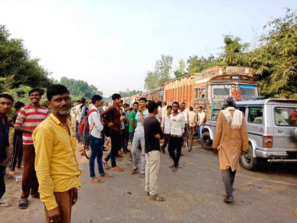 Eighteen stray cows were trampled on the road in Mungus village of Tindwari police station area of Banda district in Uttar Pradesh on Thursday morning. Thirteen cows died on the spot and five cows ...