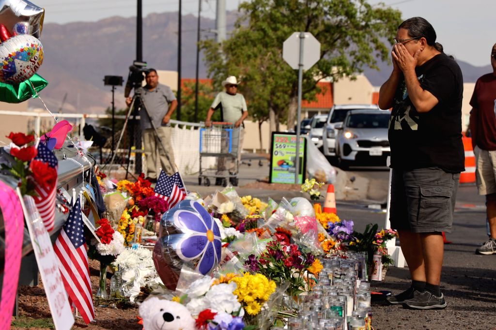 EL PASO, Aug. 6, 2019 (Xinhua) -- A man mourns victims near the Walmart center where the mass shooting took place in El Paso, Texas, the United States, Aug. 5, 2019. The police department of El Paso, U.S. state of Texas, confirmed Monday afternoon th