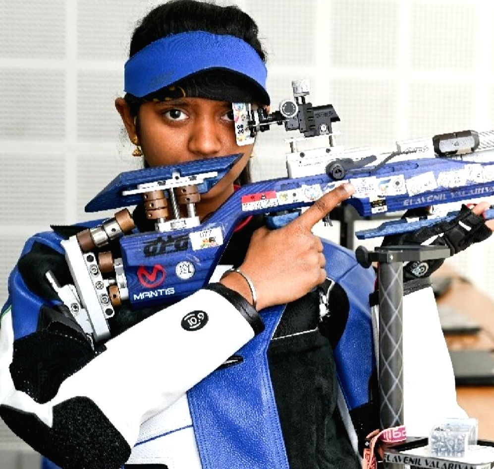 Elavanil shoots her way to top in 10m air rifle event.