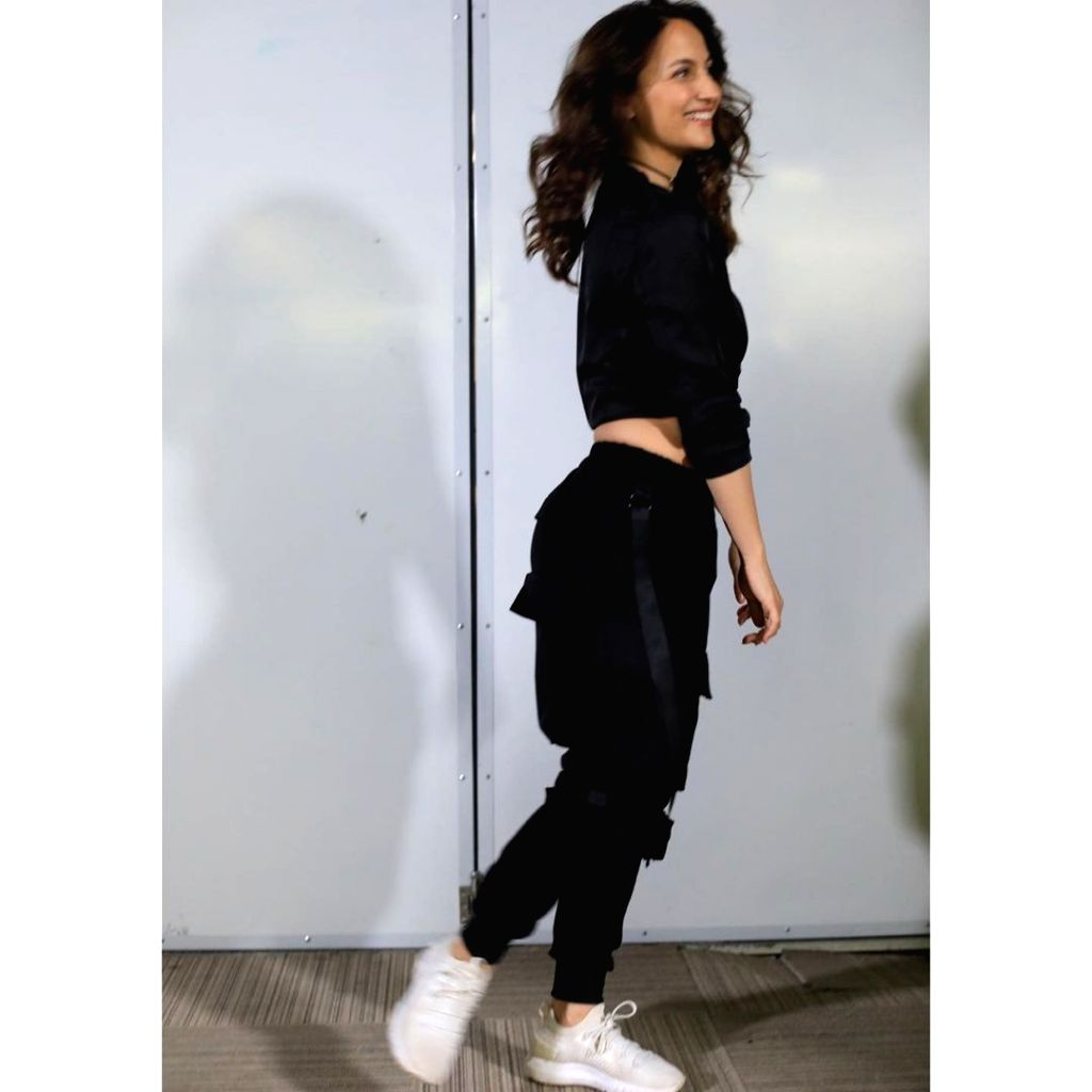 Elli AvrRam lets the tomboy in her walk out of the closet.(photo:Instagram)