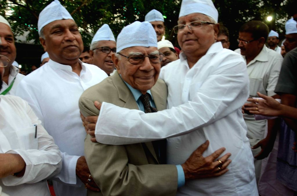 Eminent lawyer Ram Jethmalani and RJD chief Lalu Prasad Yadav during an iftaar party thrown by Lalu in Patna, on July 1, 2016. - Lalu Prasad Yadav