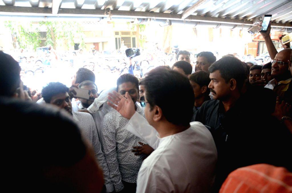 Employees of private bank meet Maharashtra Navnirman Sena (MNS) chief Raj Thackeray in Mumbai, on March 30, 2018.