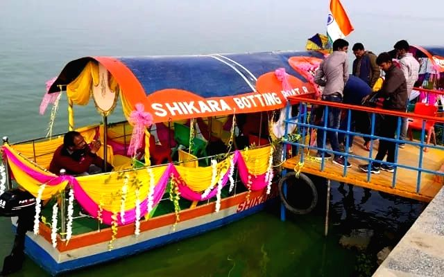 Enjoy Shikara in Ramgarh lake of Gorakhpur.