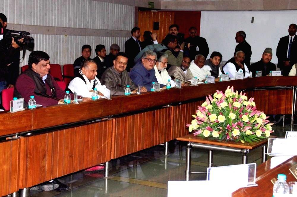 er of Opposition in Rajya Sabha Ghulam Nabi Azad and er of Opposition in Lok Sabha Mallikarjun Kharge with Samajwadi Party MPs Naresh Agrawal and Mulayam Singh Yadav, Trinamool ... - Mulayam Singh Yadav