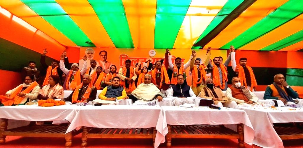 ers of various parties including former RJD MP joined BJP.