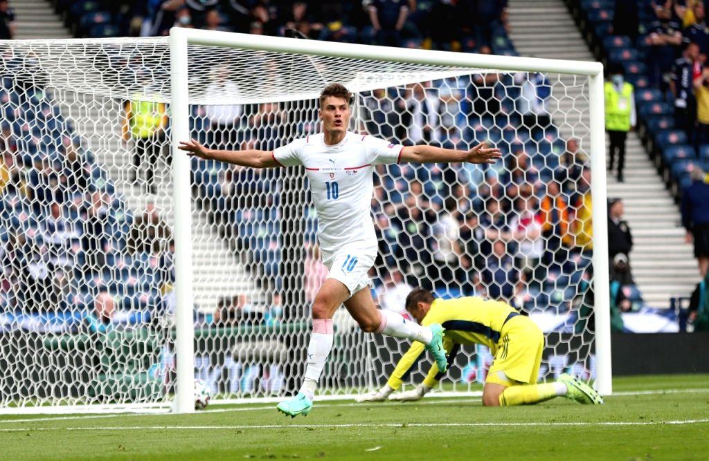 Euro 2020: Schick scores twice as Czech Republic sink Scotland.