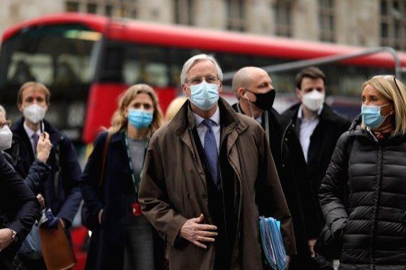 European Union (EU) chief negotiator Michel Barnier (C) leaves after trade talks with Britain in London, Britain, on Nov. 28, 2020. Britain and the European Union (EU) resumed face-to-face trade talks in London on Saturday.