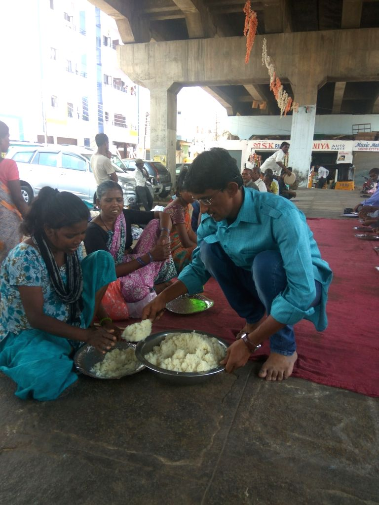 Every afternoon, Azhar serves food to homeless beggars, ragpickers, labourers and anyone else who is hungry.