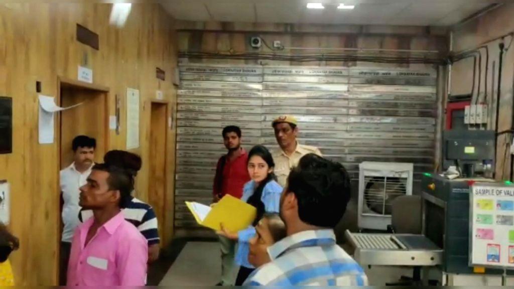 Ex-Minister Shivakumar's daughter c at ED HQ for questioning in New Delhi on Sep 12, 2019. (Photo: IANS) - Shivakuma