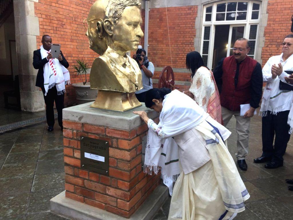 External Affairs Minister Sushma Swaraj inaugurates the two-sided bust of Mahatma Gandhi at Pietermaritzburg railway station, South Africa on June 7, 2018. - Sushma Swaraj