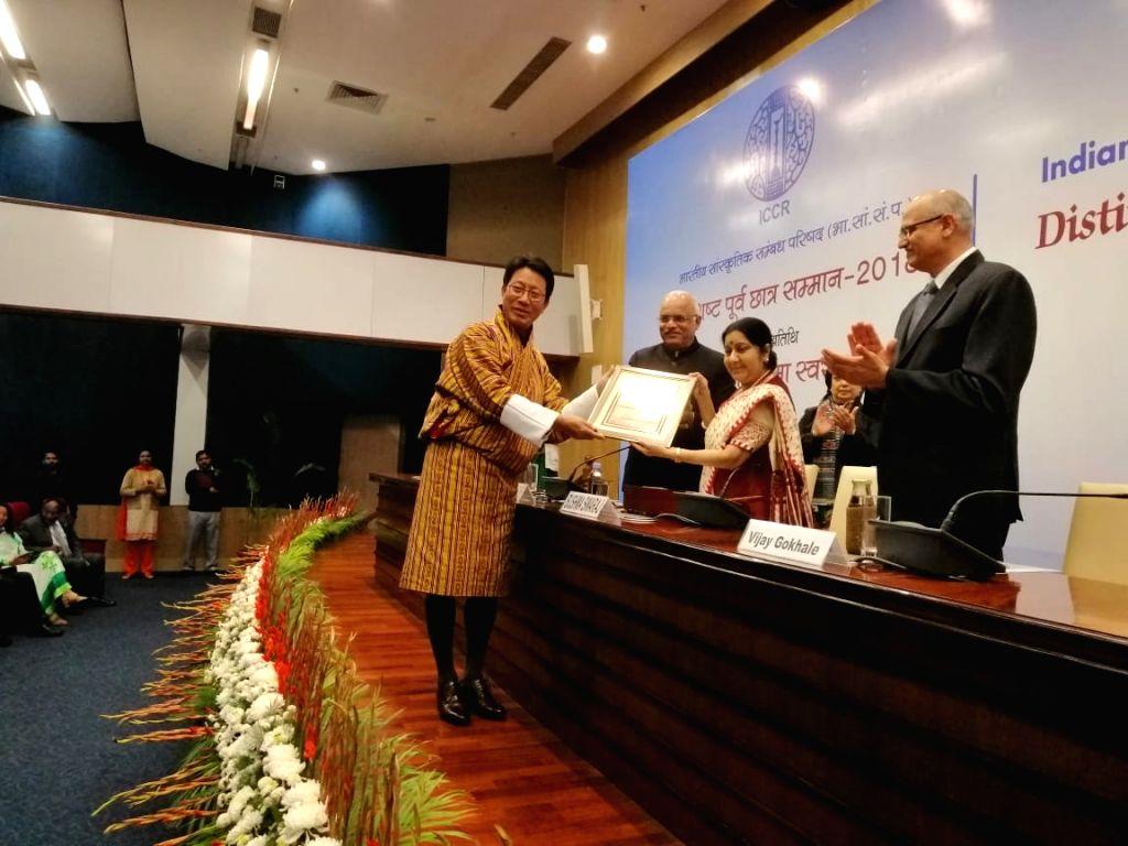 External Affairs Minister Sushma Swaraj gives away ICCR Distinguished Alumni Awards (2018) during a felicitation ceremony at Jawaharlal Nehru Bhavan in New Delhi, on Jan 28, 2019. - Sushma Swaraj