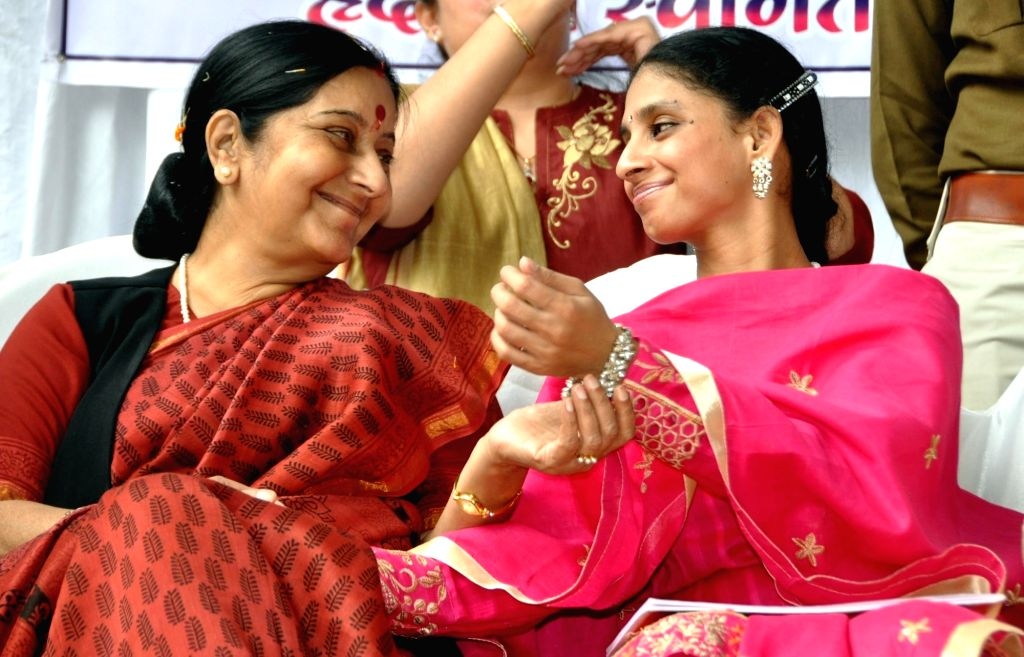 External Affairs Minister Sushma Swaraj with Geeta, the deaf and dumb young woman from Pakistan in Indore, on Nov 23, 2015. - Sushma Swaraj