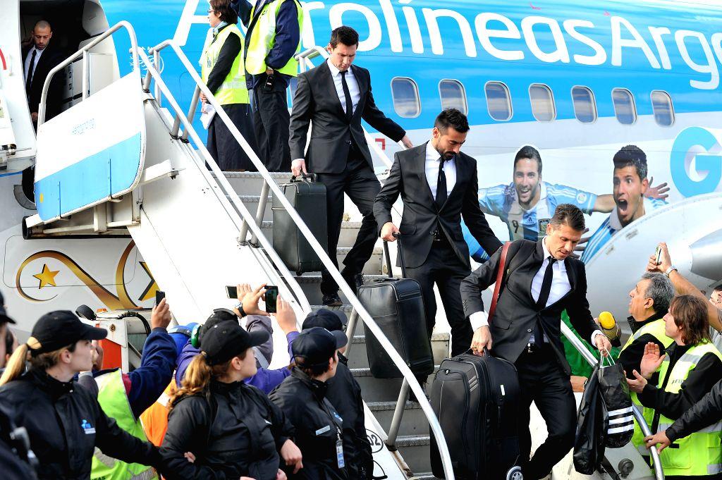Lionel Messi (Top), Ezequiel Lavezzi (C) and Martin Demichelis (Bottom) of Argentina National Team descend of the plane in the Minister Pistarini International ... - Pistarini International Airport