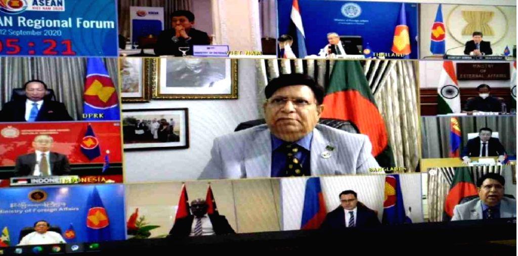 Failure to solve Rohingya crisis may lead to terrorism: B'desh Fm.