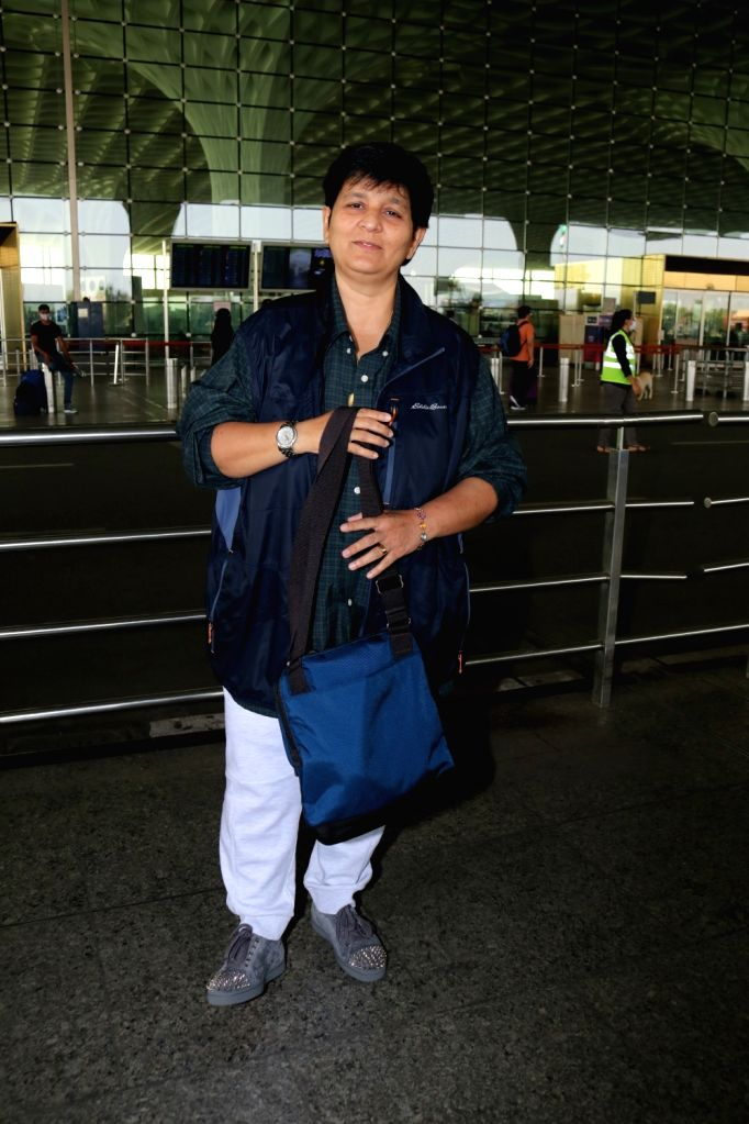 Falguni Pathak Spotted at Airport Departure on 28th Jan.(Ians:photo) - Falguni Pathak Spotted