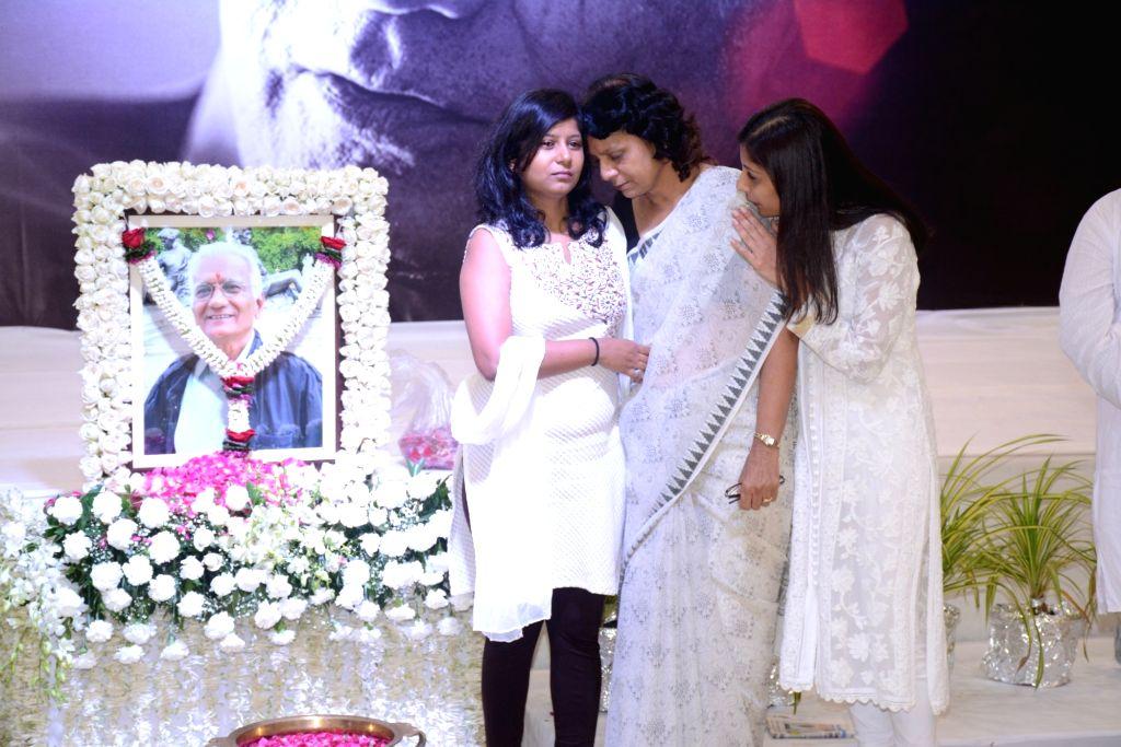 Family and Friends attend late Director Kundan Shah's prayer meet in Mumbai on Oct 10, 2017. - Kundan Shah