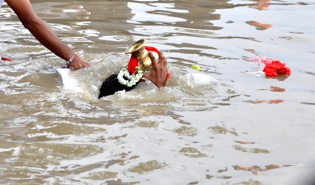 """Family members of BJP workers who lost their lives in the political violence that had erupted in West Bengal; perform 'Tarpan' on the last day of """"Pitru Paksha"""" at Ganga river in ..."""