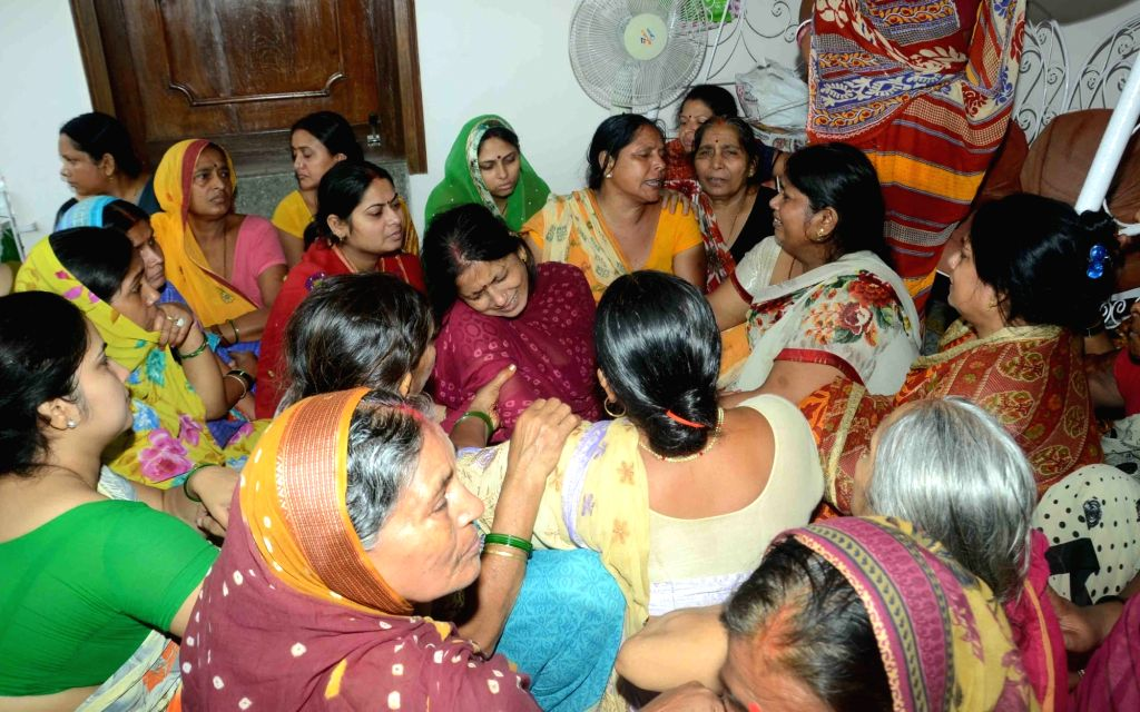 Family members of killed RJD leader Kedar Rai mourn his death in Patna on Aug 10, 2017. - Kedar Rai