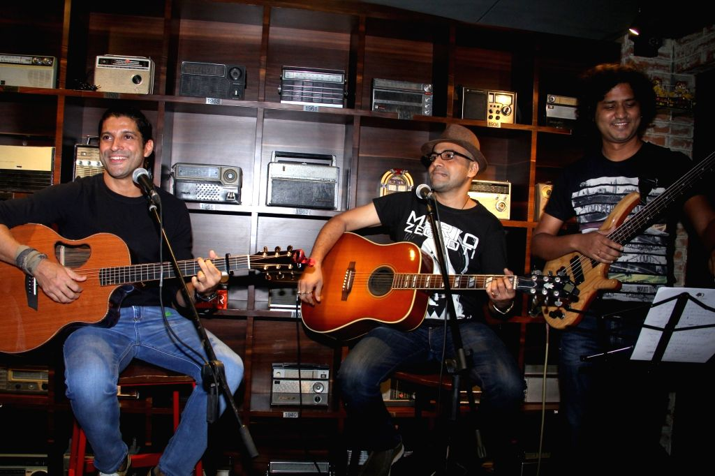 Farhan Akhtar and band at Radio Bar in Mumbai on April 17, 2016. - Farhan Akhtar