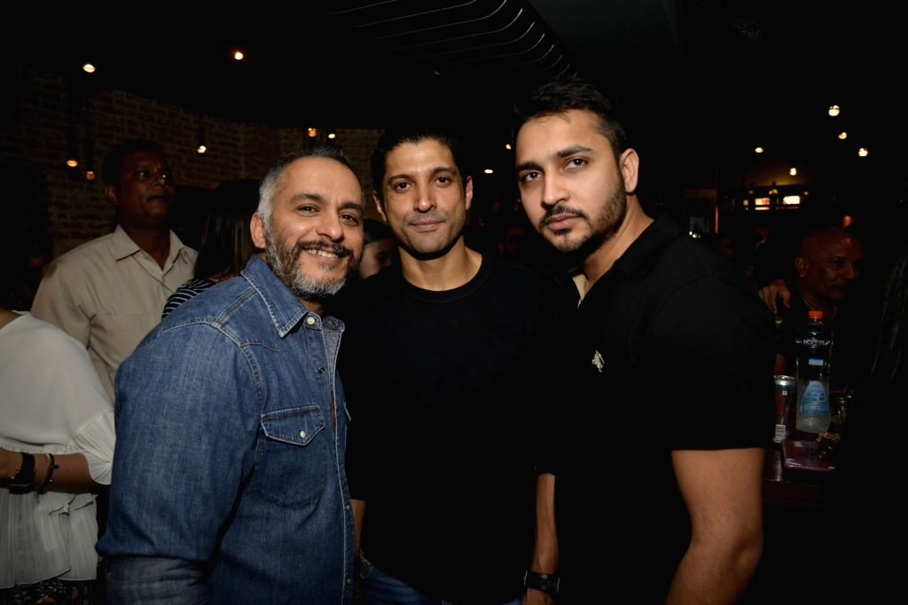Farhan Akhtar and Hitesh Keswani at Radio Bar in Mumbai on April 17, 2016. - Farhan Akhtar