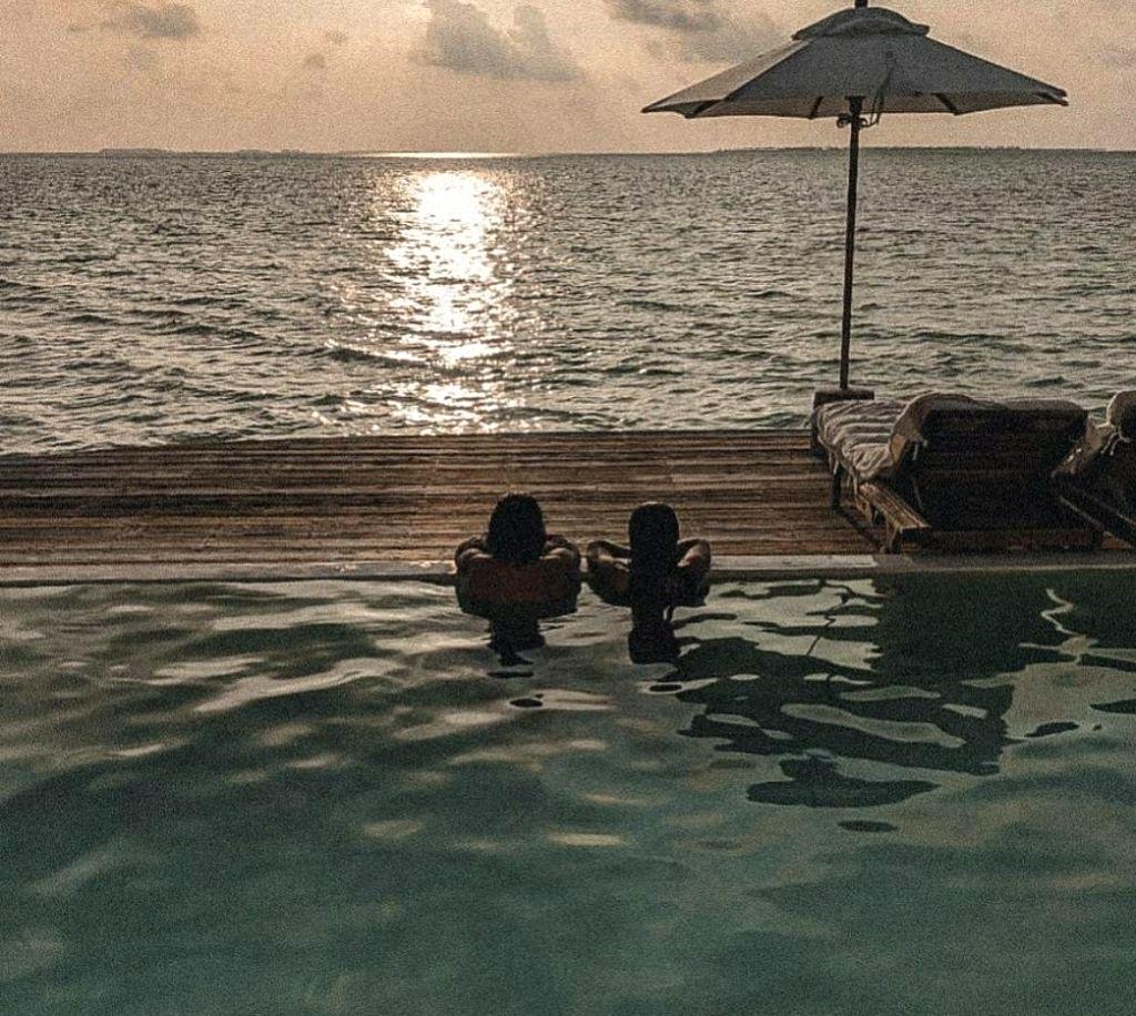 Farhan , Shibani find their happy place in Maldives.