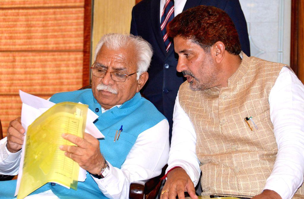 Haryana Chief Minister Manohar Lal Khattar and Haryana BJP chief Subhash Barala at the 29th Surajkund International Crafts Mela in Faridabad, Haryana on Feb 9, 2015. - Manohar Lal Khattar